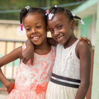 2 meisjes in Haïti